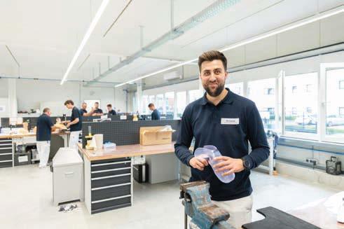 OTM Nils Ingwald hebt hervor, dass die Beschäftigten des  Care Center Deutschland von Beginn an in die Gestaltung der Arbeitsplätze miteingebunden worden sind.